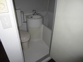 きれいにクリーニングされたトイレは気持ちいいですね。