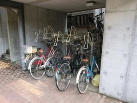 敷地内専用駐輪場あります。
