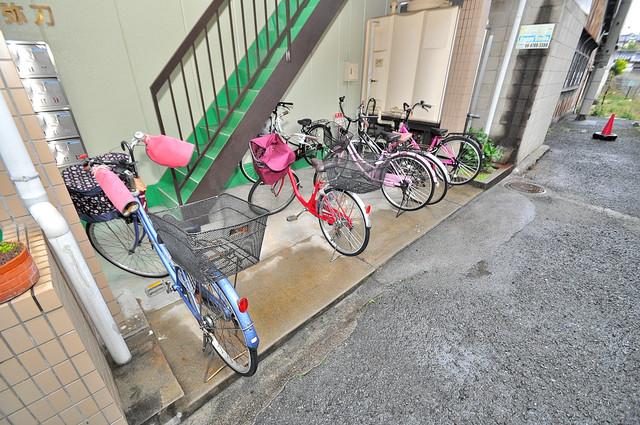 1階には駐輪場があります。屋内なので、雨の日も安心ですね。