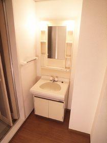 脱衣所には独立洗面台と室内洗濯置き場があります!