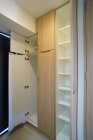 http://image.rentersnet.jp/71e5b905-86fe-4daa-8870-b808054c17ae_property_picture_962_large.jpg_cap_シューズボックスと洗濯機置き場