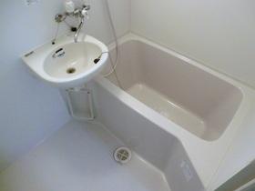 洗面台付き2点ユニットバスです。