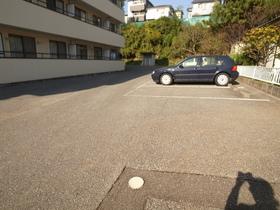 ゆったりした駐車場です☆