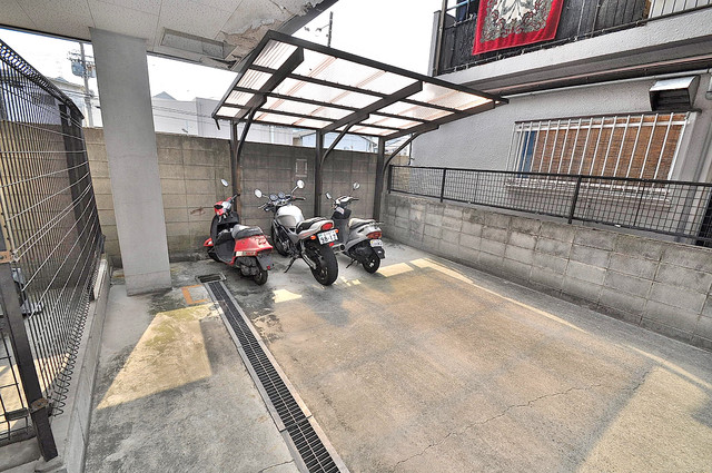 意外と少ないバイク置き場 大切なバイクも安心して停めれますよ