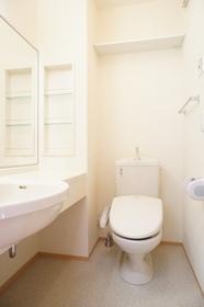 http://image.rentersnet.jp/75555d9a-c129-4149-ae5b-968ae93d2711_property_picture_962_large.jpg_cap_広いトイレ。洗面台と同室です