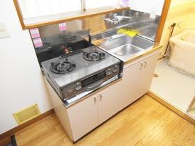 ガスコンロが2口設置可能なキッチン(画像のコンロは残置物)