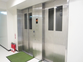 エレベーターも2基完備!
