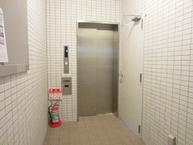エレベーター一基完備です