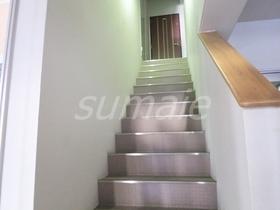 お二階への階段です♪