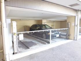 敷地内駐車場です(屋根付)♪