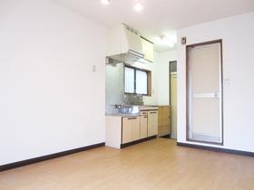 部屋から見るキッチンはこんな感じです