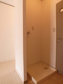 洗濯機置場には防水パン完備で水漏れも安心。
