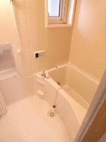 便利な浴室追炊き機能付き!小窓もついて換気もOK