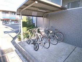 自転車置場もきっちり整理されています
