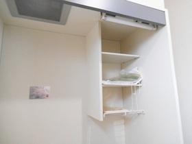 キッチン上段に収納棚もあります!