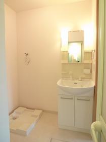 独立した洗面スペースは家族で使いやすいですね。