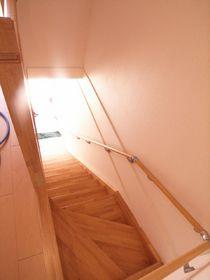 室内階段も広々していますよ☆