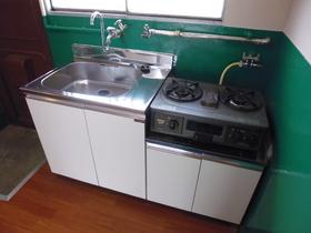 2口ガスコンロ設置済みのキッチンです。