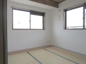 2面採光の和室です。