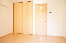 http://image.rentersnet.jp/8074507c-b10e-4a1e-b45c-2fc55d3660ca_property_picture_962_large.jpg_cap_バルコニー側から見た洋室です