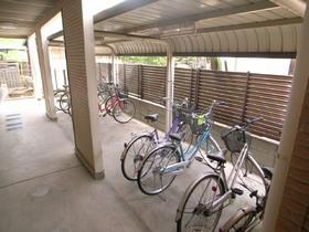 自転車置場には屋根もついてます!