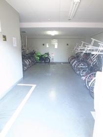 駐輪スペースはコチラ!