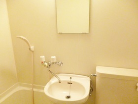 洗面所は鏡も完備しております!