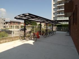 嬉しい屋根付き駐輪スペース☆