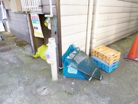 敷地内にゴミ捨場がございます♪