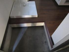 玄関と洗濯機置き場になります。