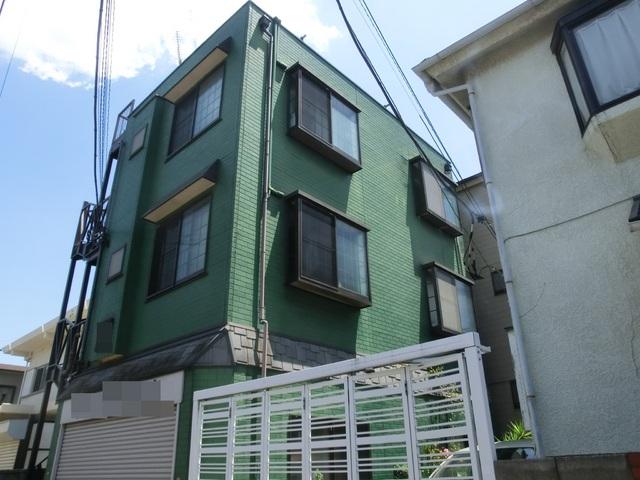 閑静な住宅地にあるアパートです。