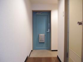 足元の広い玄関部分です。