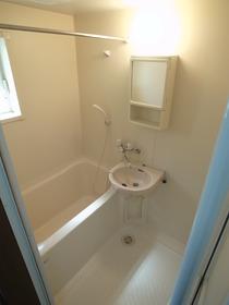 洗面台付きの浴室