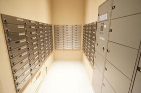 全126世帯の郵便ポスト。便利な宅配BOXもございます。