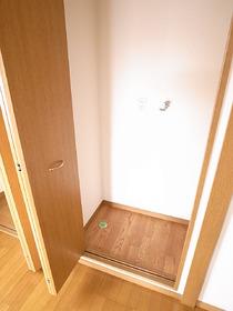 洗濯機置場は扉で隠せるんです!