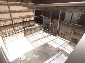 自転車置場は屋根付き!雨の日も安心