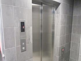 エレベーターももちろんあります☆
