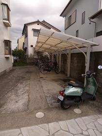 ゆったりスペースの駐輪場です☆