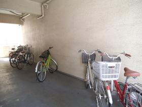 一階の駐輪スペースは広めです