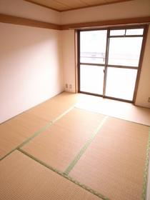 やっぱり日本人なら和室がいいっしょ♪