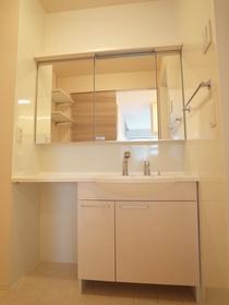 三面鏡にもなる洗面台!