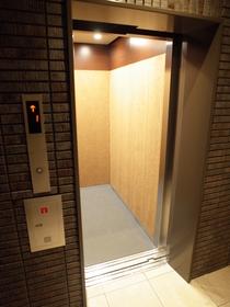エレベータももちろん完備です!