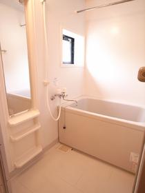 換気窓・浴室乾燥機・大きなバスガラス付きのお風呂。
