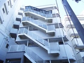 階段がアクセントになっている建物です