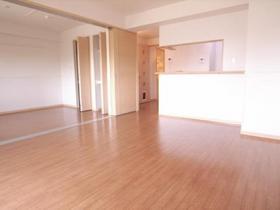 LDK14帖で隣の洋室6.3帖も扉を開けたら、本当に広いですね♪