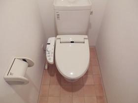 トイレはウォシュレット機能付き!