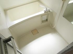 追い炊き機能付きバスルーム。