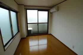 リムジン65 301号室