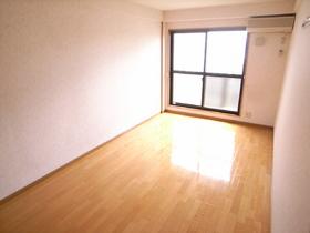 ピカピカフローリングの洋室のお部屋です☆