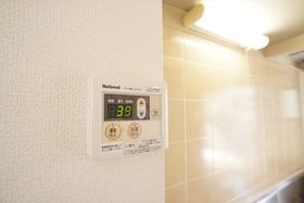 温度の調整もらくらく!給湯リモコンです。